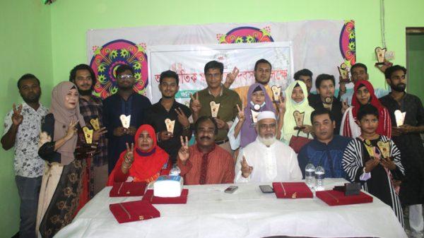 ফেসবুক গ্রুপ 'বৃহত্তর তল্লার সন্তান' সংগঠনের উদ্যোগে গুণীজনদের সম্মাননা প্রদান