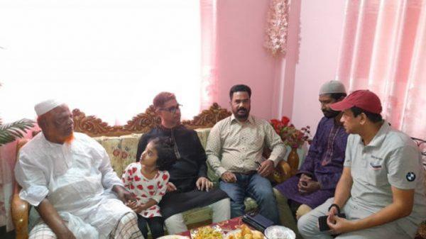 গ্রেফতার যুবদল নেতা টিপুর বাসায় অধ্যাপক মামুন মাহমুদ : পরিবারের পাশে থাকার আশ্বাস